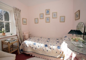 self-catering-fermanagh-bedroom-01